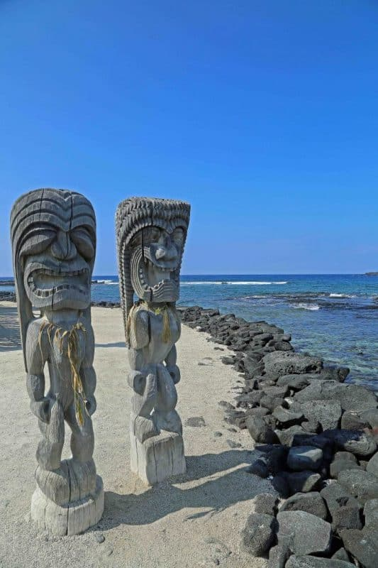 Pu'uhonua O Honaunau, also known as The City of Refuge Hawaii is a National Historic Park. THis is a sacred place for Hawaiians and takes you into the culture of Hawaii #cityofrefuge #placeofrefuge #hawaii #PuuhonuaOHonaunau