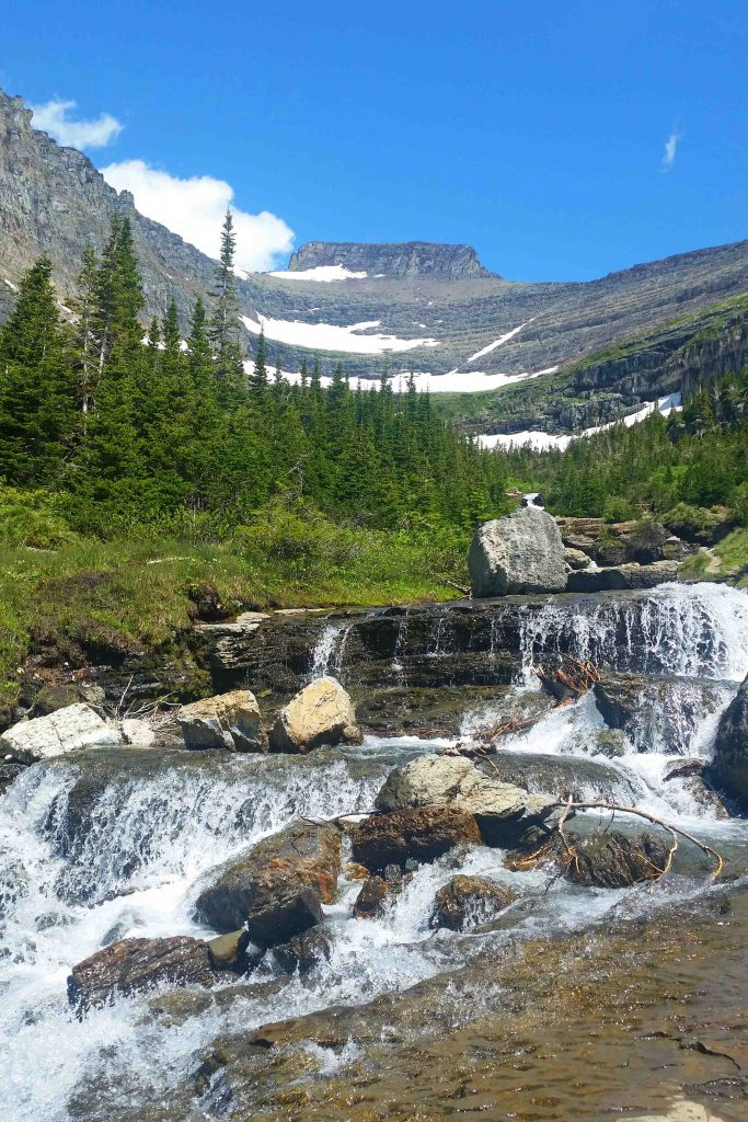 Glacier National Park, Montana travel tips w/photos. Includes park facts, camping and valuabale park information like weather or not you can bring a dog/pet with you.