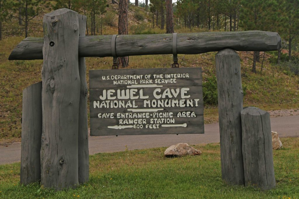 Jewel Cave National Monument is one of several National Parks, Monuments and Historic sites located in the Blackhills of South Dakota and makes an epic American bucket list road trip! #jewelcave #jewelcavenationalmonument #blackhills #nps