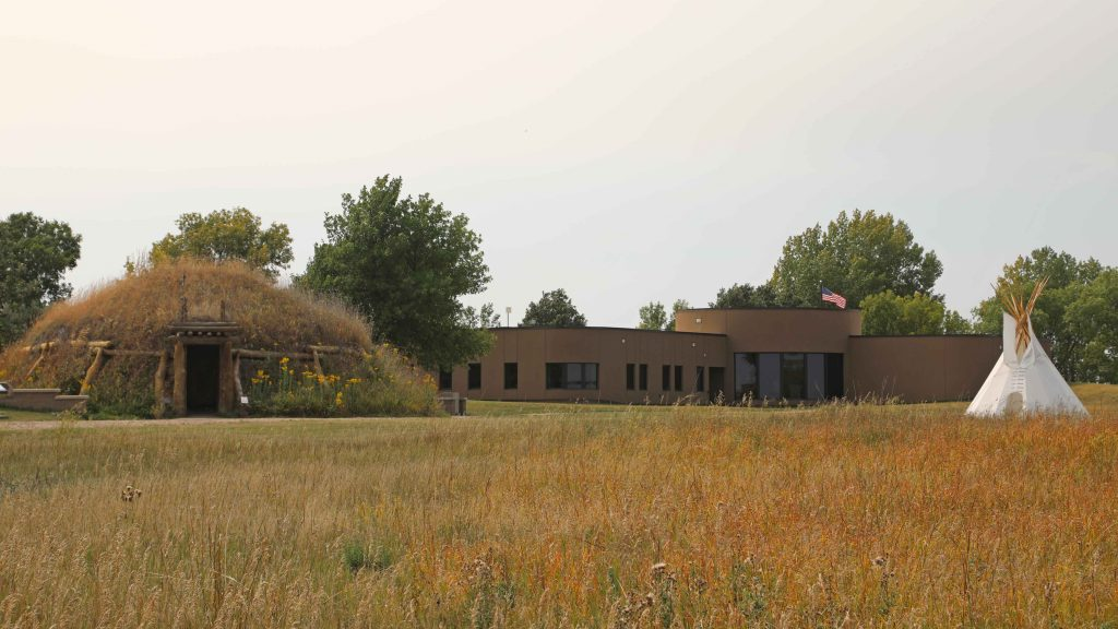 Knife River Indian Villages National Historic Site is located in North Dakota. Here you can learn about the Hidatsa people and have an opportunity to explore an earthlodge! #kniferiverindianvillages #kniferiver #northdakota #nationalpark